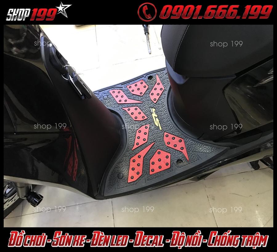 Image: Thảm lót sàn cao su Thái Lan gắn cho xe Honda SH 2018 2019 2020 125i-150i giúp xe nổi bật hơn.